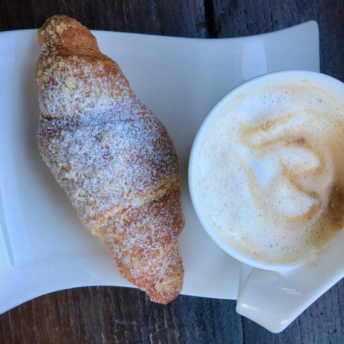 Breakfast iN Italy: Café + Cornetto
